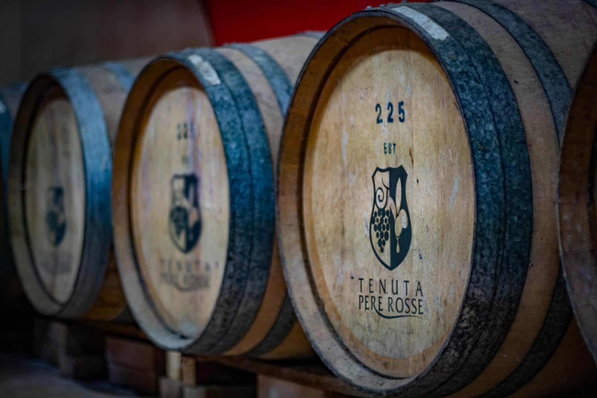 vinfiicazione-in-botti-azienda-vinicola-tenuta-pere-rosse
